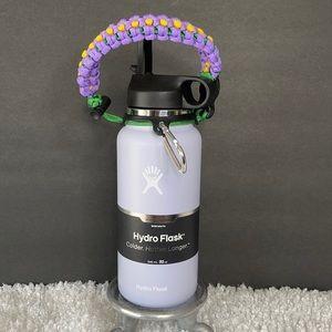 New 32 oz Fog Hydro Flask w/Straw Lid & paracord